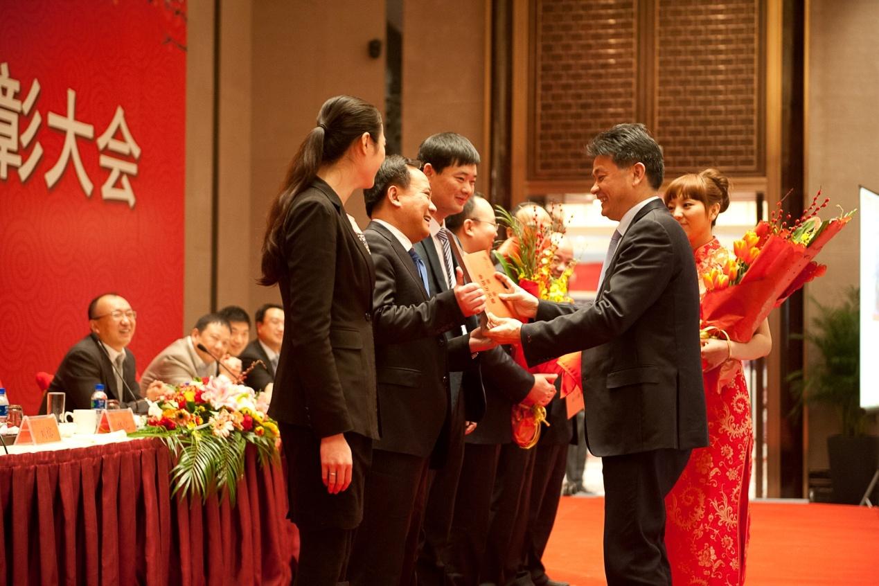 表彰大会_升龙集团2013年度总结表彰大会隆重召开